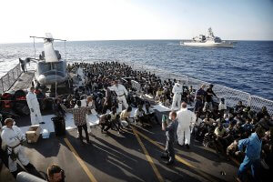 """Operation """"Mare Nostrum"""": rescue of a boat full of immigrants"""